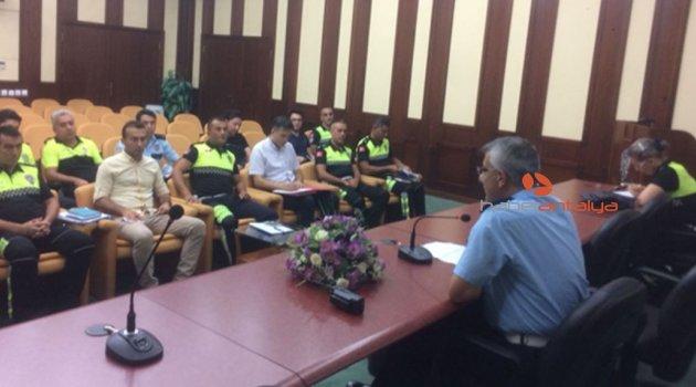 Antalya polisi bayrama hazır