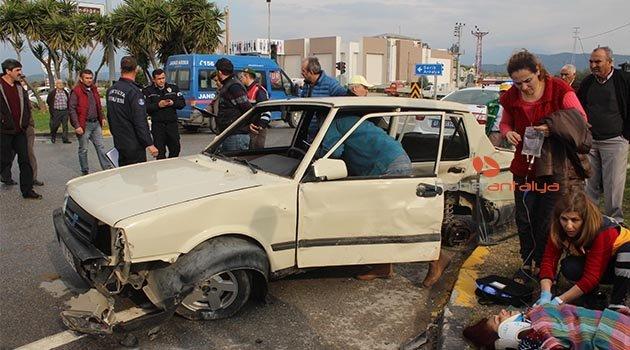 Antalya'da trafik kazası: 2'si ağır 3 yaralı