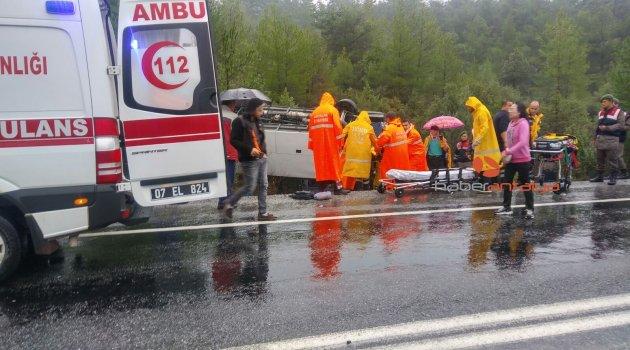 Antalya'da tur otobüsü devrildi: 20 yaralı