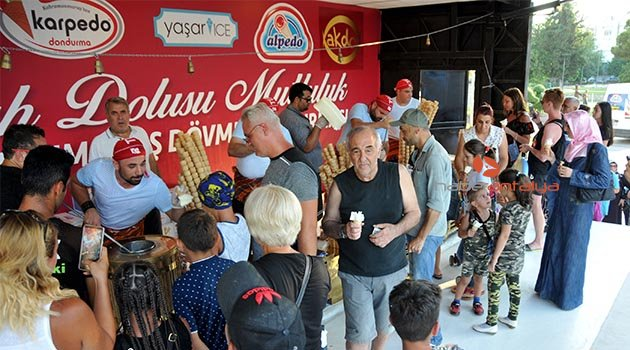 Antalyalılara 1 ton dondurma ikram ettiler