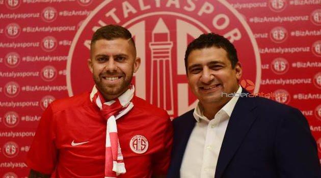 Antalyaspor Menez'le 3 yıllık sözleşme imzaladı