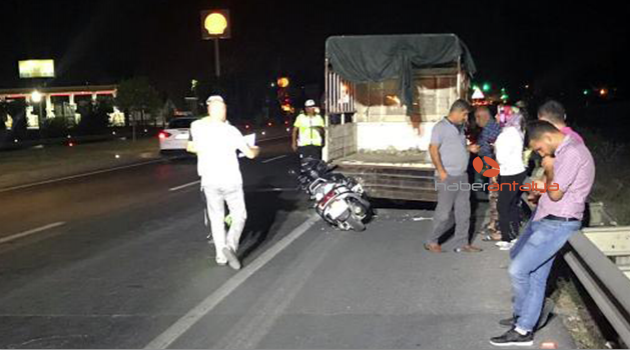 Aynı noktada 3 motosikletli kazada öldü