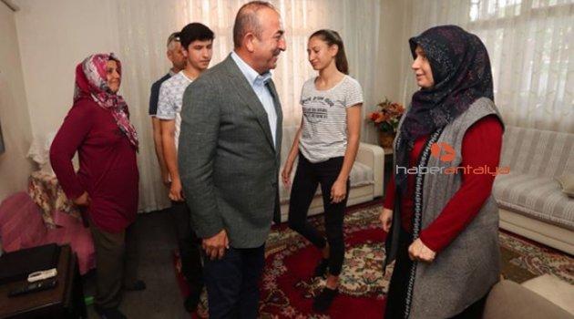 Bakan Çavuşoğlu, milletvekili adayları ile iftarda buluştu