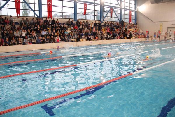 Buca Belediyesi Yüzme Şenliği Başladı