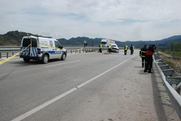 Cenaze Törenine Giderken Kaza: 1 Ölü, 3 Yaralı