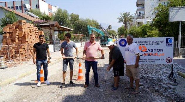 CHP'den Antalya'da kazma kürekli eylem