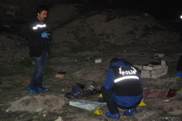 Eskişehir'de Cesedi Bulunan Yeni Doğmuş Bebeğin 8 Yerinden Bıçaklandığı Ortaya Çıktı