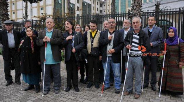Görme engellilerden 'beyaz baston' raporuna tepki