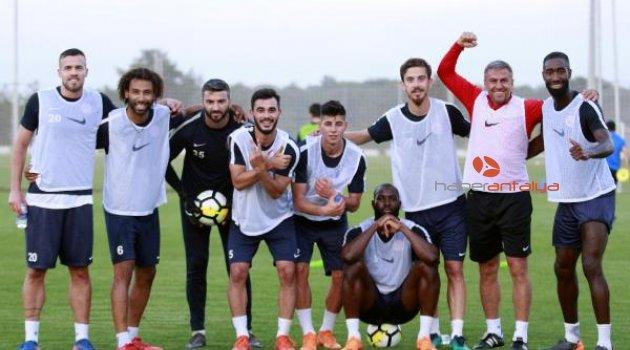 Hamzaoğlu: Maçta futbolun güzellikleri ile sahada olalım