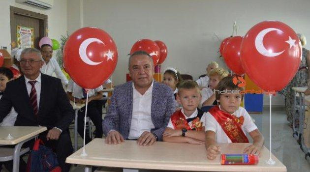 İlk ders zili Rus Okulu'nda çaldı