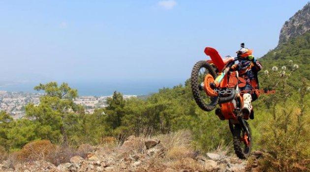 İspanyol yarışçı Gomez'den Kemer'de gösteri