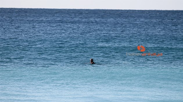 Kar uyarısına aldırmadılar, denize girdiler | Antalya'da hava nasıl olacak? (Antalya hava durumu)