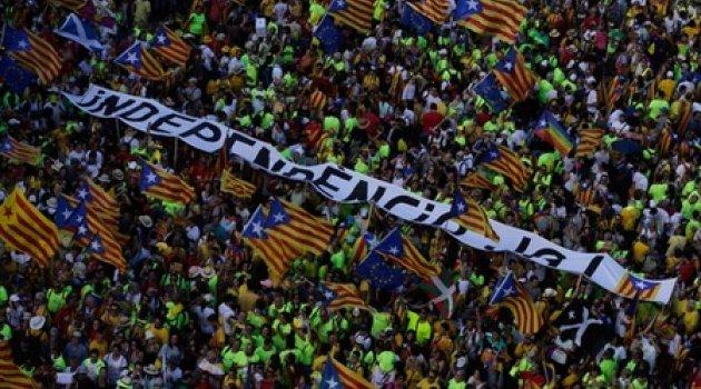 Katalanlar sokağa döküldü