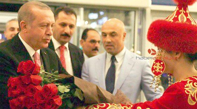 Kazakistan ziyaretinde Cumhurbaşkanı Erdoğan'a ev sahipliğini Tamince yaptı