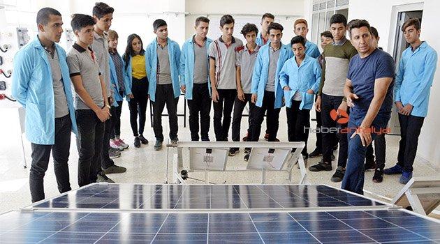 Kendi elektriğini üreten okul