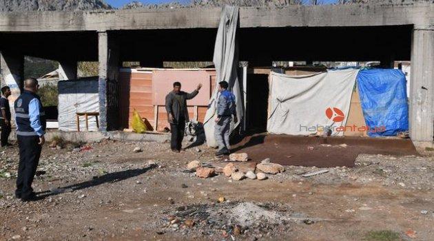 Konyaaltı'nda metruk yapılar temizleniyor