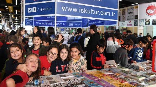 Antalya Konyaaltı Kitap Fuarı'na rekor ziyaretçi