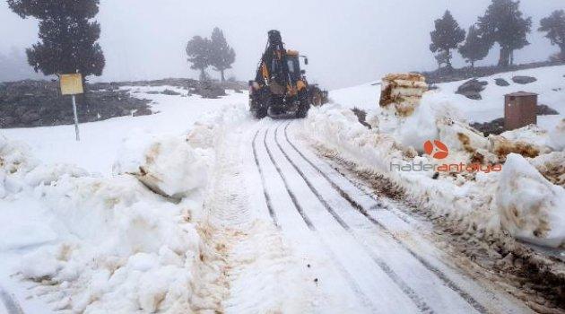 Antalya'da karla mücadele çalışması