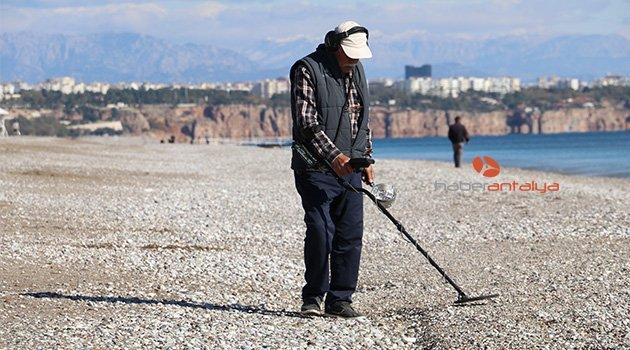 Antalya'nın dünyaca ünlü sahilinde define avı
