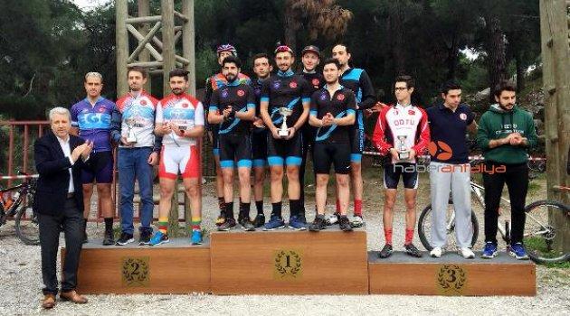 AÜ Bisiklet Topluluğu birincilikle döndü