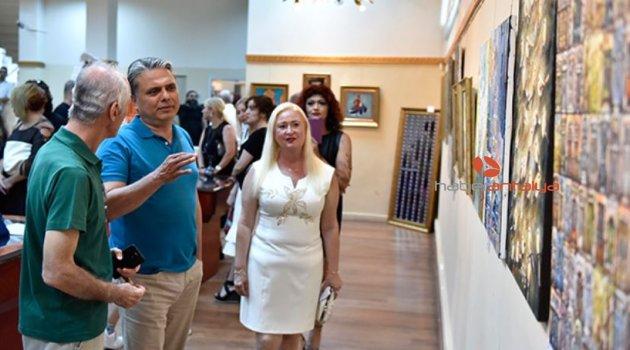 Başkan Uysal resim sergisini açtı