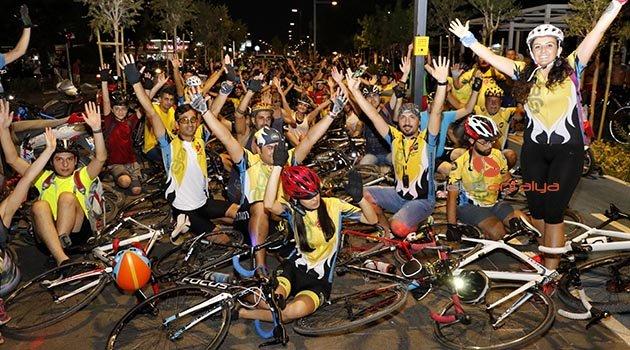 Bisiklet sürücüleri yollarını istiyor