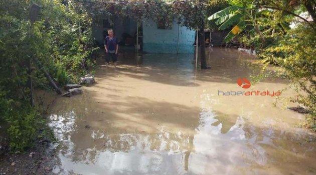 Evleri su bastı
