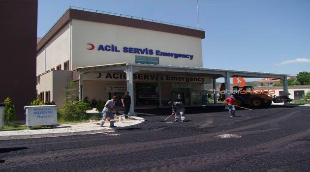 Hastane Acil yoluna sıcak asfalt