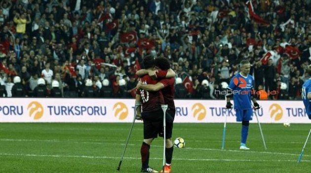 """İngiliz basını: """"Türklerin son dakika zaferi"""""""