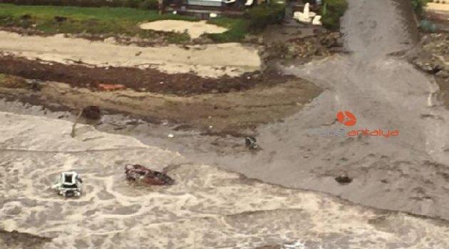 Kaliforniya'da sel ve çamur felaketi: En az 13 kişi öldü
