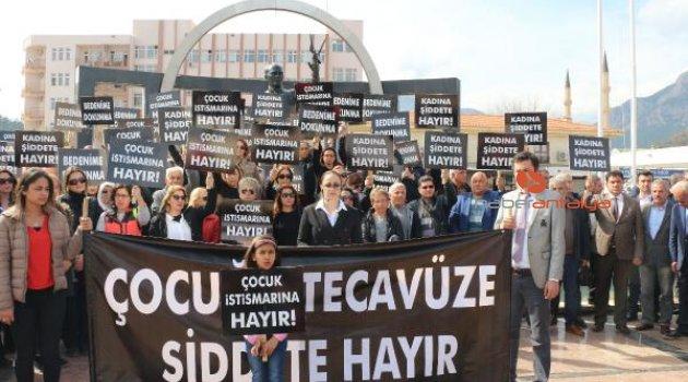Kemer'de çocuk istismarı ve kadına şiddet protesto edildi