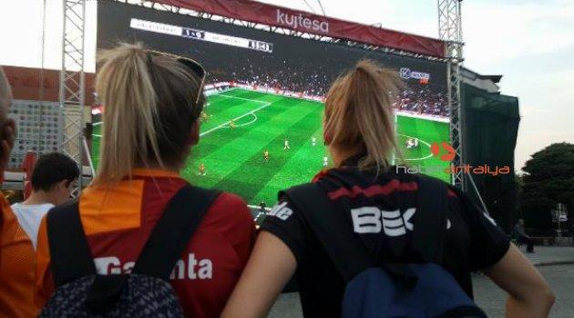 Kosova'da derbi için dev ekran kuruldu