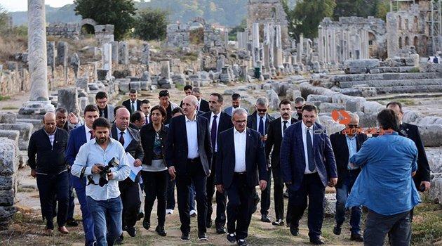 """Kültür ve Turizm Bakanı Kurtulmuş: """"Perge antik kentini dünyaya açmalıyız"""""""