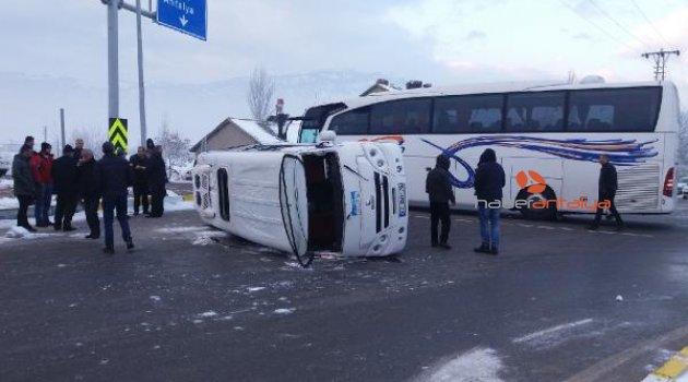 Öğrenci servisi ile yolcu otobüsü çarpıştı: 18 öğrenci yaralı