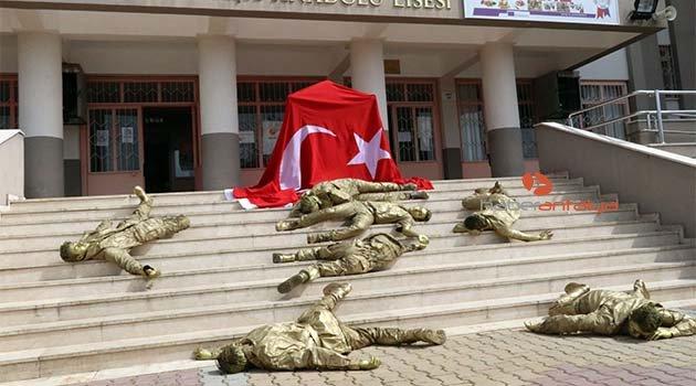 Öğrenciler, okul merdiveninde şehit düşmüş hâlde yattılar