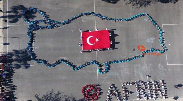 Öğrenciler, Türkiye haritası oluşturup, 'Afrin' yazdı
