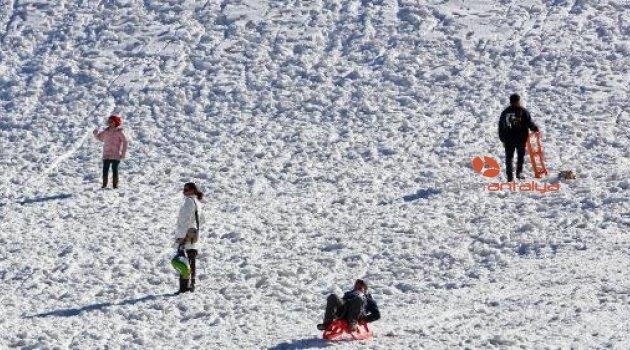 Saklıkent'te kar eğlencesi