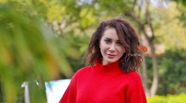 Şarkıcı Cevher, trafik kazasında yaralandı