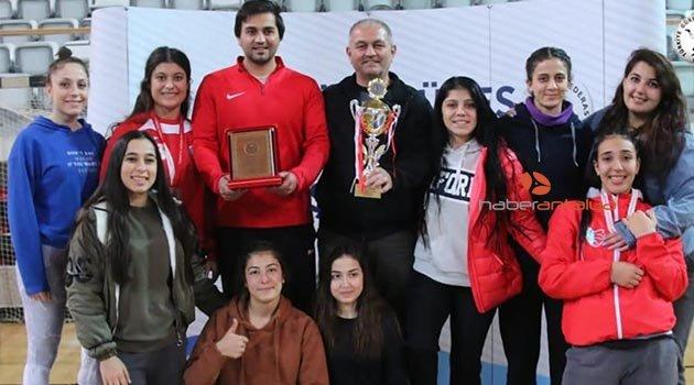 Minderde Türkiye üçüncülüğü Kepez'in