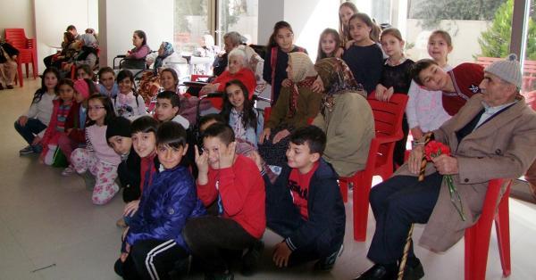 Öğrencilerden Huzurevi Ziyareti