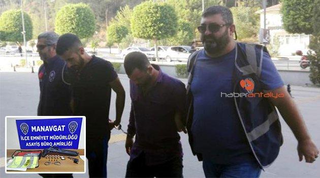 Otomobil hırsızları tutuklandı