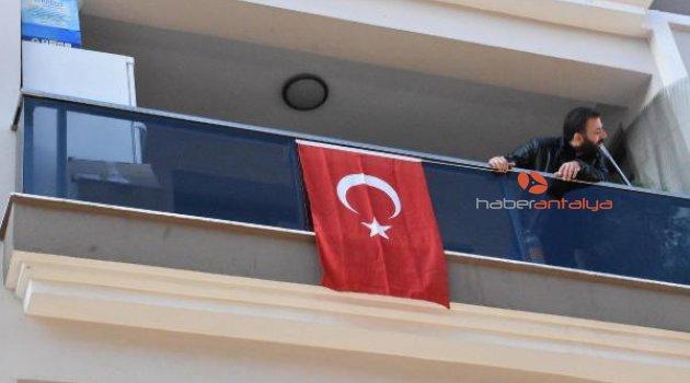 Selde şehit olan onbaşının İzmir'deki baba evine ateş düştü
