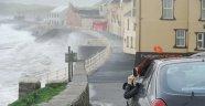 Ophelia Kasırgası yıktı geçti: 3 ölü