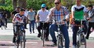 Finike'de pedallar sağlık için çevrildi
