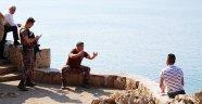 Antalya'da falezlerde silahlı intihar girişimi