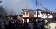 Antalya'da metruk evde çıkan yangın 2 eve sıçradı