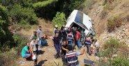 Antalya'da tur midibüsü şarampole devrildi: 4 ölü, 27 yaralı