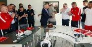 Antalyaspor Asbaşkanı Öz'e doğum günü sürprizi