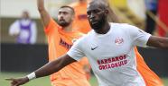 Antalyaspor, maça 'Barbaros Ortaokulu' yazılı formayla çıktı