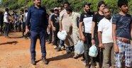 Antalya'ya tekneyle gelen kaçak mülteciler muz bahçesinde yakalandı